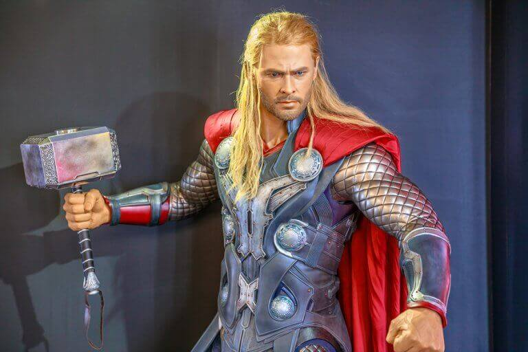 Chris Hemsworth dressed up as Thor and sporting defined muscles thanks to differen Hollywood workouts