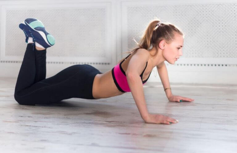 A girl doign HIIT to boost the EPOC effect