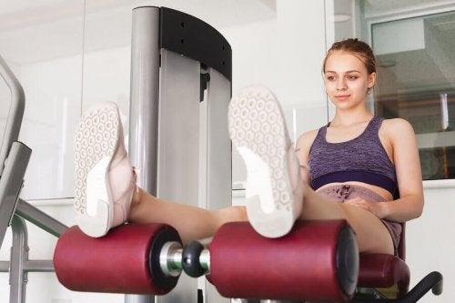 A young woman doing leg training.