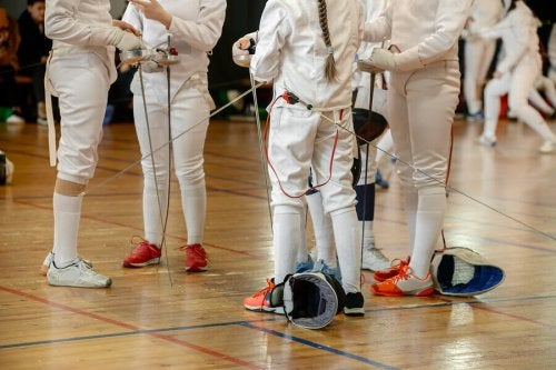 People getting ready to fence.