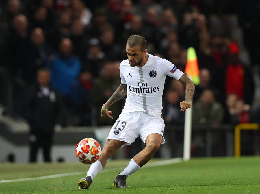 Dani Alves playing for the PSG.