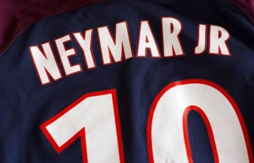 A jersey that says Neymar jr.