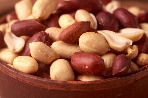 A bowl of peanuts.