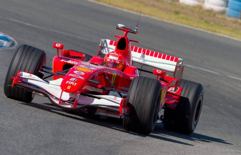Ferrari, one of the best F1 teams, in the middle of a race.