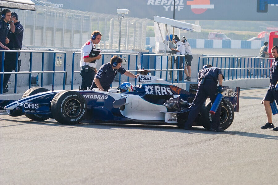 Williams is one of the best f1 teams in history, here's a car entering the pits.