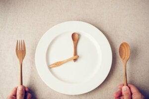 An empty plate resembling a clock.