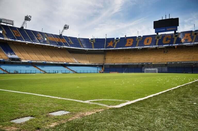 """La Bombonera of the Boca Juniors: A Stadium that """"Beats"""""""