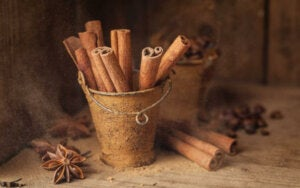 A pot of cinnamon, which is one of many thermogenic foods.