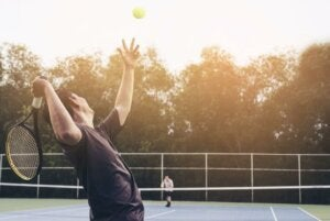 Tennis player concentrating