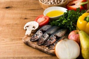Sardines and green salad rich in omega 3s