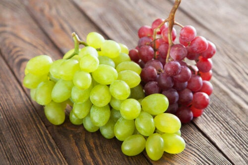 Grapes, one of the foods rich in antioxidants for athletes.