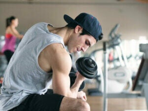 A man strength training with a dumbell.