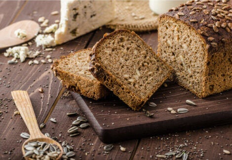 Whole wheat bread with grains and cereals.