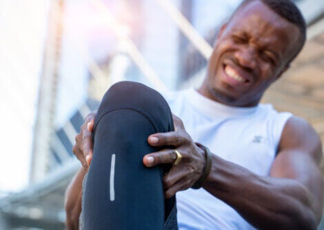 A male runner with knee pain from a meniscus tear.