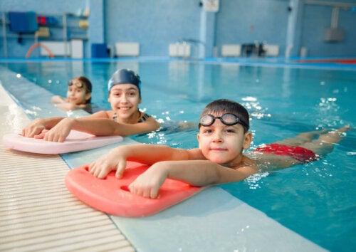 Children in a swimming class.