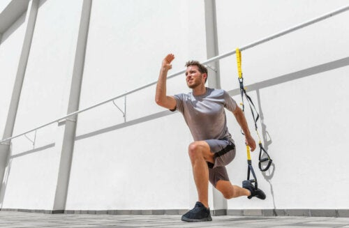 man lunging with TRX