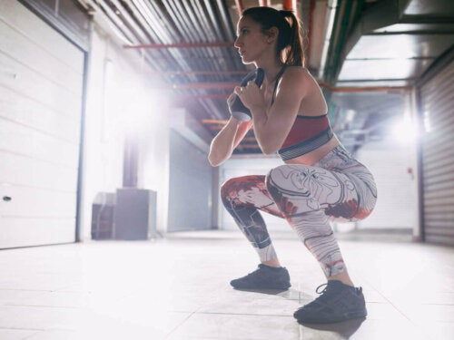 Squats can help tone your leg muscles.