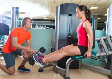 A girl doing leg exercises at the gym.